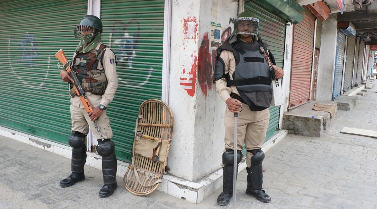 जम्मू-कश्मीर: सुरक्षाबलों ने मुठभेड़ में हिजबुल मुजाहिद्दीन के आतंकी शाहिद को किया ढेर, पहले दिया था सरेंडर करने का मौका