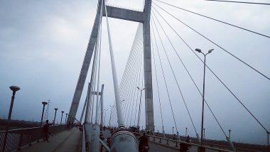 विक्रम लैंडर से संपर्क करवाने के लिए तिरंगा लेकर यमुना ब्रिज पर चढ़ा रजनीकांत, बोला 'चंद्रदेव से करूंगा प्रार्थना'