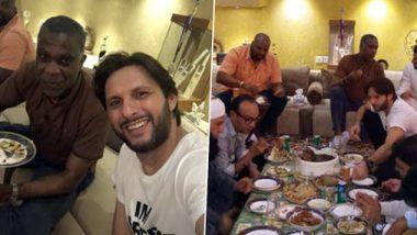 शाहिद अफरीदी ने वेस्टइंडीज खिलाड़ी माइकल होल्डिंग को अपने घर दी दावत, ट्वीट कर शेयर की ये तस्वीर