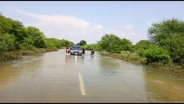 उत्तर प्रदेश: बांदा-रायबरेली राजमार्ग के पास कार सवार 5 लोगों को बाढ़ में डूबने से बचाया गया