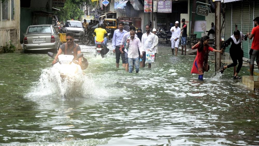 मध्यप्रदेश में बाढ़ के कारण अब तक 225 की हुई मौत, किसानों की बढ़ी मुश्किलें