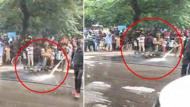 दिल्ली: ट्रैफिक पुलिस ने काटा चालान तो युवक ने अपनी बाइक में लगा दी आग, देखें Video