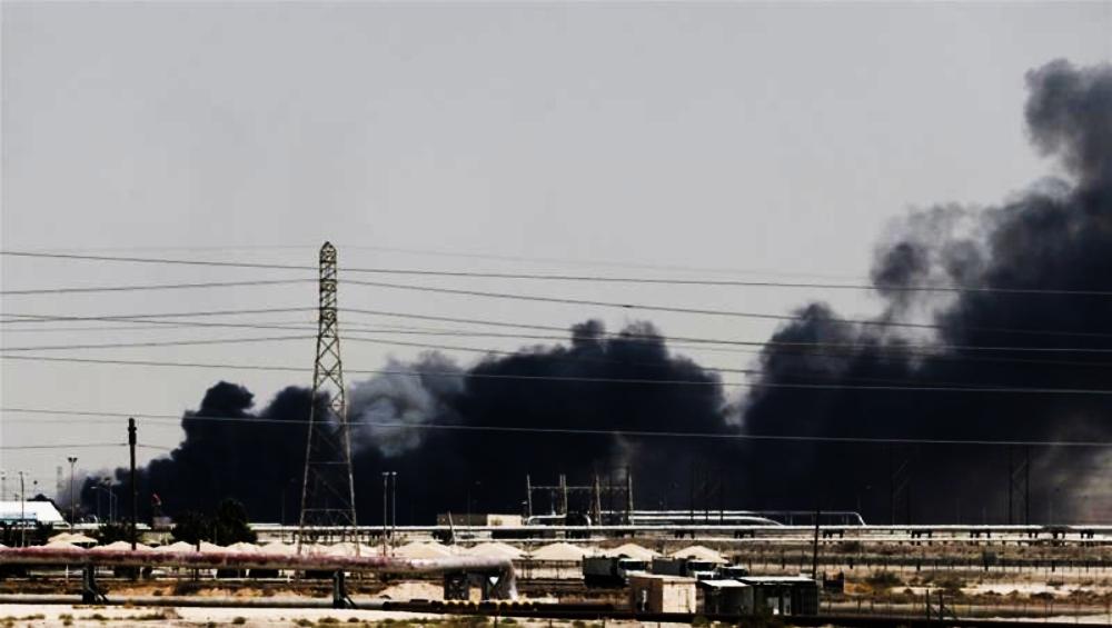 दुबई: ड्रोन हमले से बाधित हुई सउदी अरब के आधे कच्चे तेल की आपूर्ति, ईरान और अमेरिका के बीच तनाव बढ़ने की आशंका