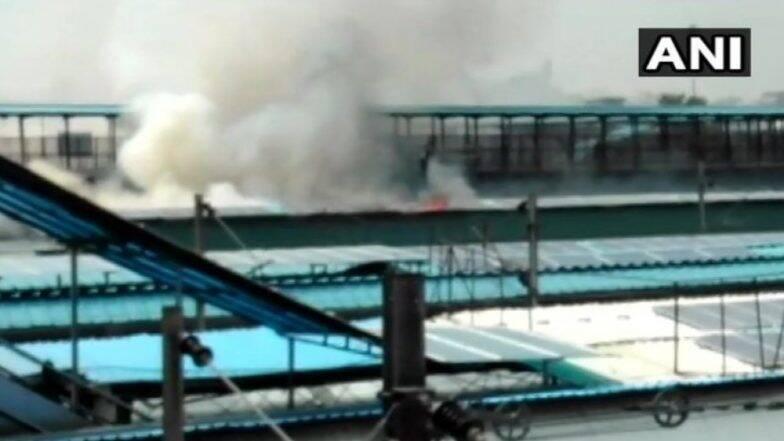 नई दिल्ली रेलवे स्टेशन पर खड़ी चंडीगढ़-कोचुवेली एक्सप्रेस में लगी भीषण आग, देखें Video