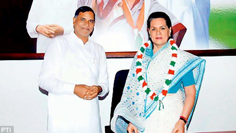 महाराष्ट्र विधानसभा चुनाव: कांग्रेस को लगा बड़ा झटका, कृपाशंकर सिंह ने दिया पार्टी से इस्तीफा, बीजेपी में हो सकते हैं शामिल