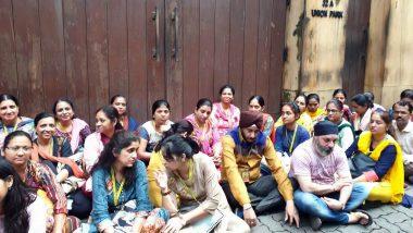 PMC केस: बैंक के कर्मचारियों ने HDIL बिल्डर के घर के बाहर दिया धरना