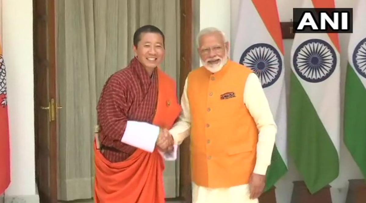 प्रधानमंत्री नरेंद्र मोदी ने भूटान के पीएम लोतेय शेरिंग के साथ की द्विपक्षीय संबंधों पर की चर्चा