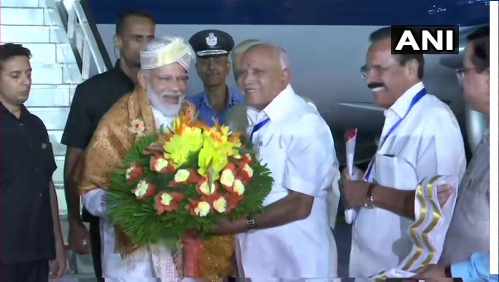 प्रधानमंत्री नरेंद्र मोदी इसरो केंद्र से ऐतिहासिक क्षण का हिस्सा बनने के लिए बेंगलुरु पहुंचे
