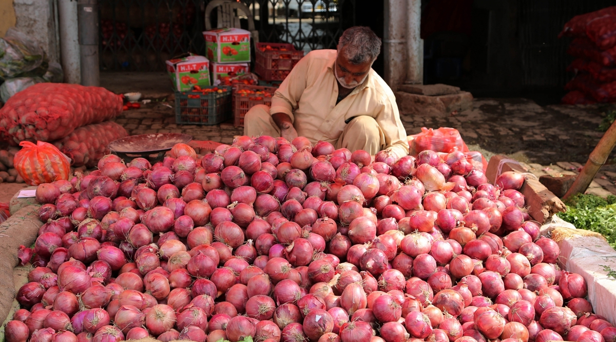 मंहगाई की मार: प्याज की कीमत पर कांग्रेस ने कहा-बिचौलिए खा रहे हैं, सरकार असल मुद्दों से भाग रही है