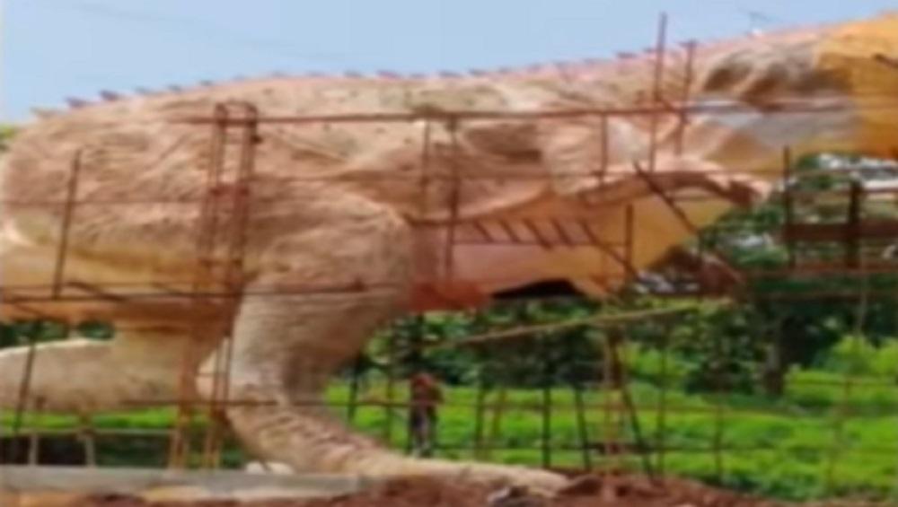 गुजरात: स्टैच्यू ऑफ यूनिटी के पास बनी 30 फीट लंबी डायनासोर की मूर्ति ढही, देखें वीडियो