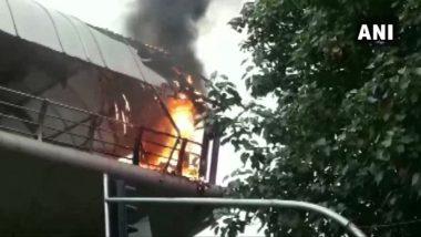मुंबई: कॉटन ग्रीन रेलवे स्टेशन के स्काईवॉक पर लगी आग पर काबू, नहीं हुआ जान-माल का नुकसान
