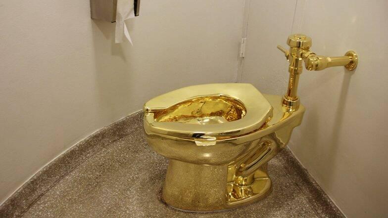 ब्रिटेन: ब्लेनहेम पैलेस से चोरी हुआ करोड़ों का Golden Toilet, अमेरिका के नाम से दुनिया भर में मशहूर था यह सोने का शौचालय