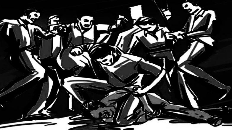 झारखंड: जमशेदपुर में बच्चा चोरी के शक में युवक की हुई पीटा, पुलिस अधिकारियों ने अस्पताल में कराया भर्ती
