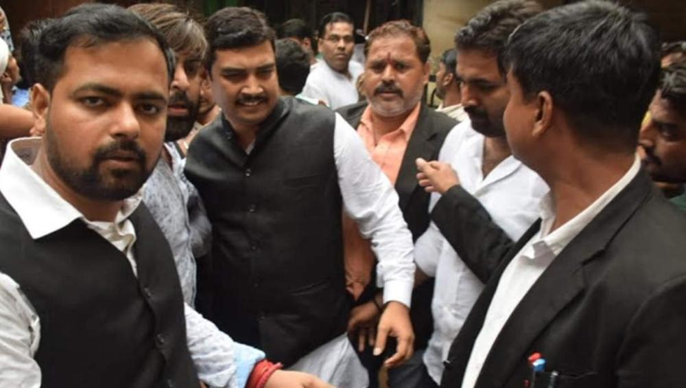 बीएसपी सांसद अतुल राय पर बलात्कार का मुकदमा दर्ज कराने वाली पीड़िता ने लगाए धमकी देने के आरोप