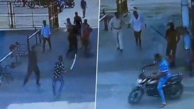 गुजरात: कच्छ के कांडला स्पेशल इकोनॉमिक जोन के एंट्री गेट पर बदमाशों ने सुरक्षा गार्ड पर तलवार-डंडे से किया हमला, देखें Video