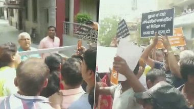 बिहार: जलभराव को लेकर डिप्टी सीएम सुशील मोदी पर फूटा लोगों का गुस्सा, घर के बाहर के किया विरोध प्रदर्शन