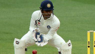 IND vs SA 3rd Test Match 2019: अश्विन की गेंद पर ऋद्धिमान साहा की उंगली हुई चोटिल, आखिरी घंटे में पंत ने की विकेटकीपिंग