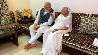 प्रधानमंत्री नरेंद्र मोदी पहुंचे गुजरात, गांधीनगर में अपनी मां हीरा बा से मुलाकात की