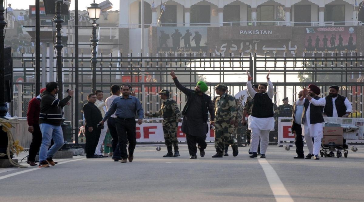 कांग्रेस नेता नवजोत सिंह सिद्धू ने पाकिस्तानी पीएम इमरान खान के करतारपुर कॉरिडोर के उद्घाटन के न्यौता को किया स्वीकार