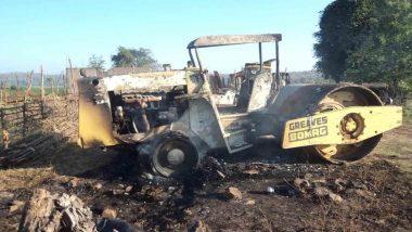 बिहार: नक्सलियों ने सड़क निर्माण में लगे ट्रैक्टर और रोलर को लगाई आग, किसी के हताहत होने की कोई सूचना नहीं