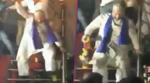 महाराष्ट्र विधानसभा चुनाव 2019: असदुद्दीन ओवैसी औरंगाबाद में रैली के बाद मस्ती के मूड में दिखे, 'मियां भाई' गाने पर किया डांस, देखें वायरल वीडियो