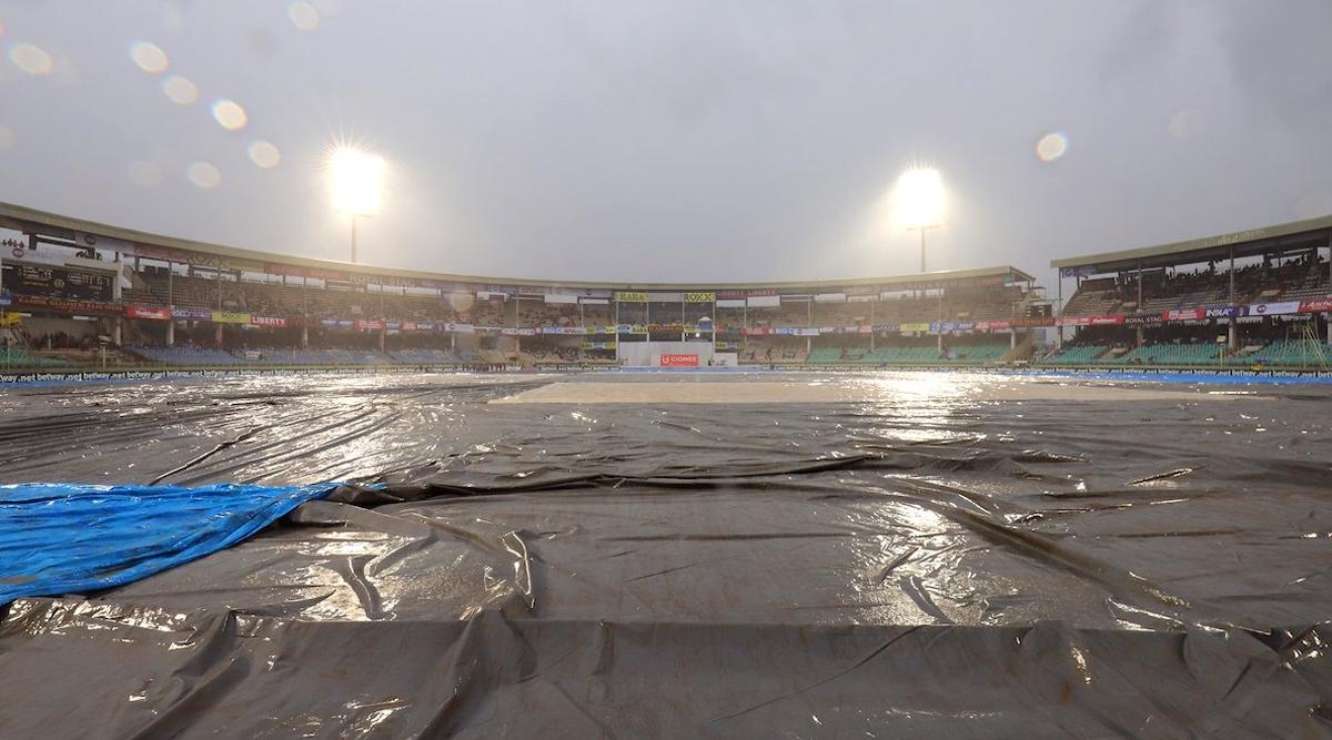 IND vs SA 1st Test Match 2019: विशाखापट्टनम में खराब रोशनी की वजह से रुका मैच