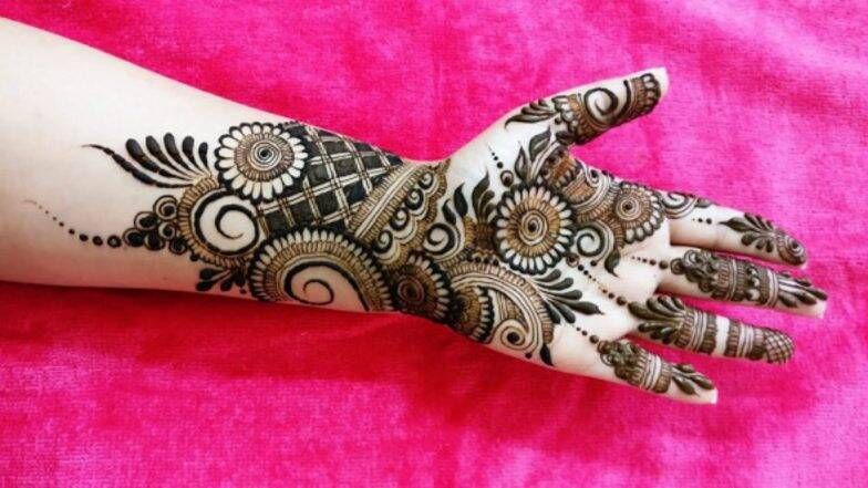Diwali 2019 Mehndi Designs: दिवाली के खास पर्व पर अपने हाथों में रचाएं मेहंदी, लेटेस्ट और सुंदर डिजाइन्स के लिए देखें तस्वीरें और वीडियो