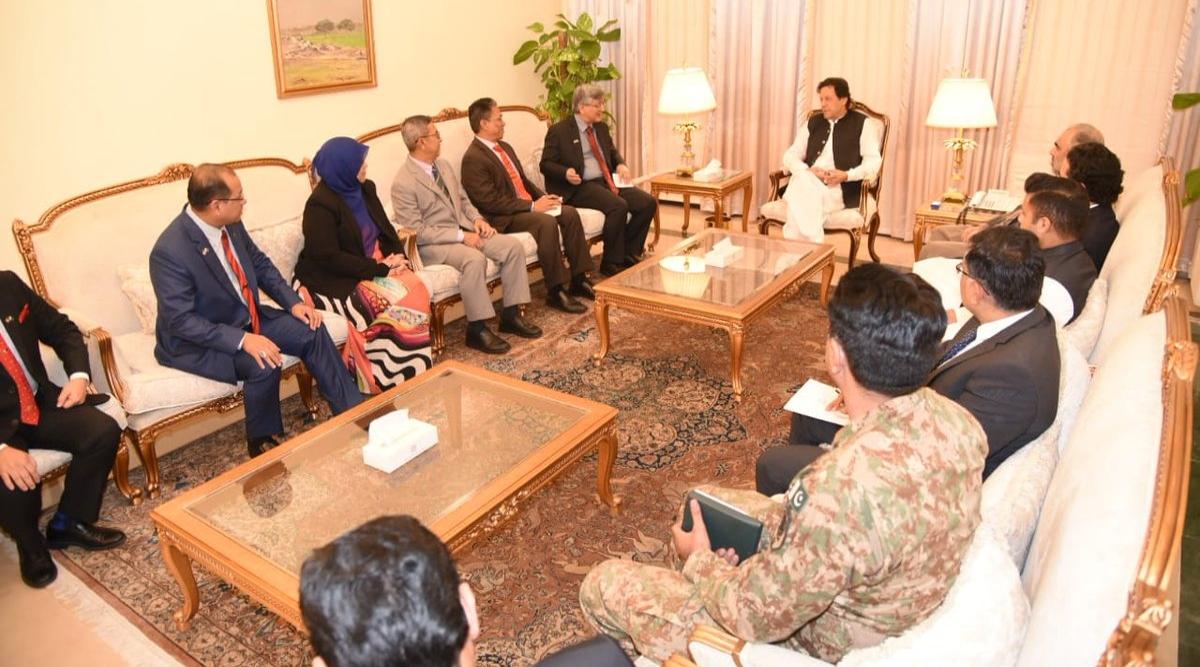 पाकिस्तानी संसद ने गैर मुस्लिमों को प्रधानमंत्री और राष्ट्रपति बनने की अनुमति देने वाले विधेयक पर लगाई रोक