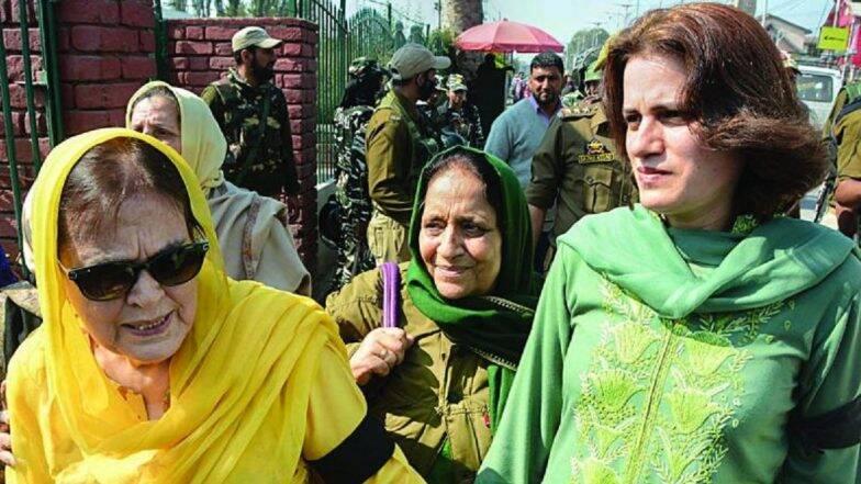 फारूक अब्दुल्ला की बहन और बेटी को कश्मीर पुलिस ने किया रिहा, आर्टिकल 370 हटाने के खिलाफप्रदर्शन के दौरान हुई थी गिरफ्तार