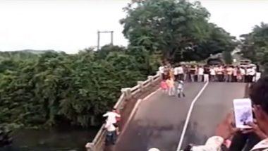 गुजरात के जूनागढ़ में बीच से टूटा पुल, मलबे के साथ कई गाड़ियां नदी में गिरी- देखें वीडियो