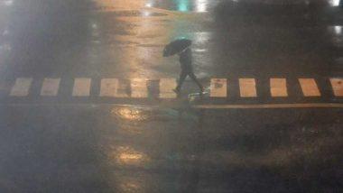 Mumbai Rains: मुंबई से सटे कल्याण, ठाणे और नवी मुंबई में भारी बारिश, बदलापुर में बिजली गुल