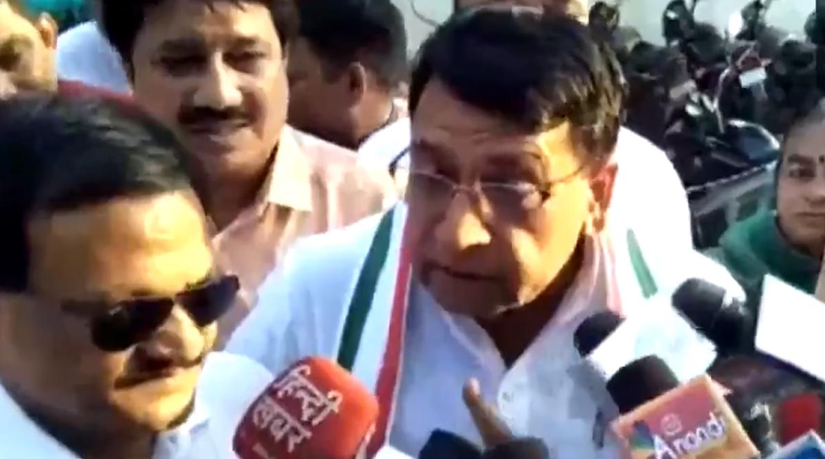 कांग्रेस नेता पीसी शर्मा का विवादित बयान, कहा-सड़कों की हालत कैलाश विजयवर्गीय के गालों जैसी, इसे 15 दिन मेंबनाएंगे हेमा मालिनी के गाल जैसा