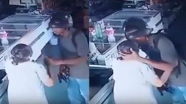 चोर ने बुजुर्ग महिला से पैसे लेने से कियाइंकार, माथे पर किया Kiss और कहानहीं चाहिए पैसे; वीडियो वायरल