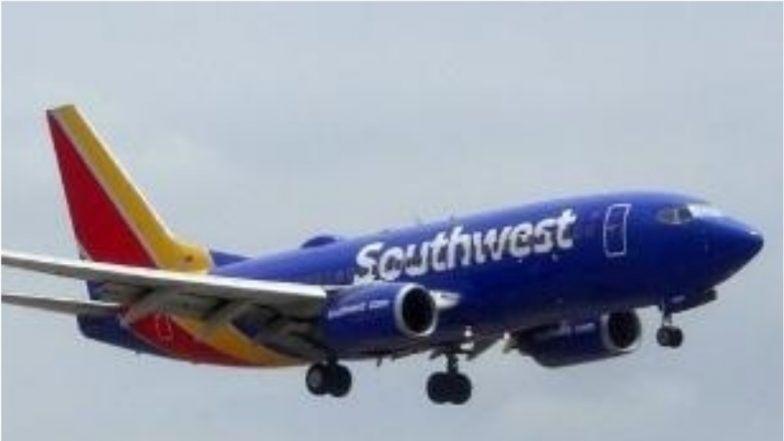 Southwest Airlines के टॉयलेट में दो पायलट कैमरा छिपाकर कर रहे थे लाइव स्ट्रीमिंग, कॉकपिट में गई फ्लाइट अटेंडेंट ने मामला किया दर्ज
