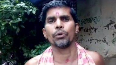 विजयादशमी पर लोगों के सिर पर पैर रखकर आशीर्वाद देता है ओडिशा का यह पुजारी, देखें Video