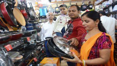 उत्तर प्रदेश: उपचुनावों के दौरान लखनऊ में कारोबार चला रही दुकानों पर लगा जुर्माना