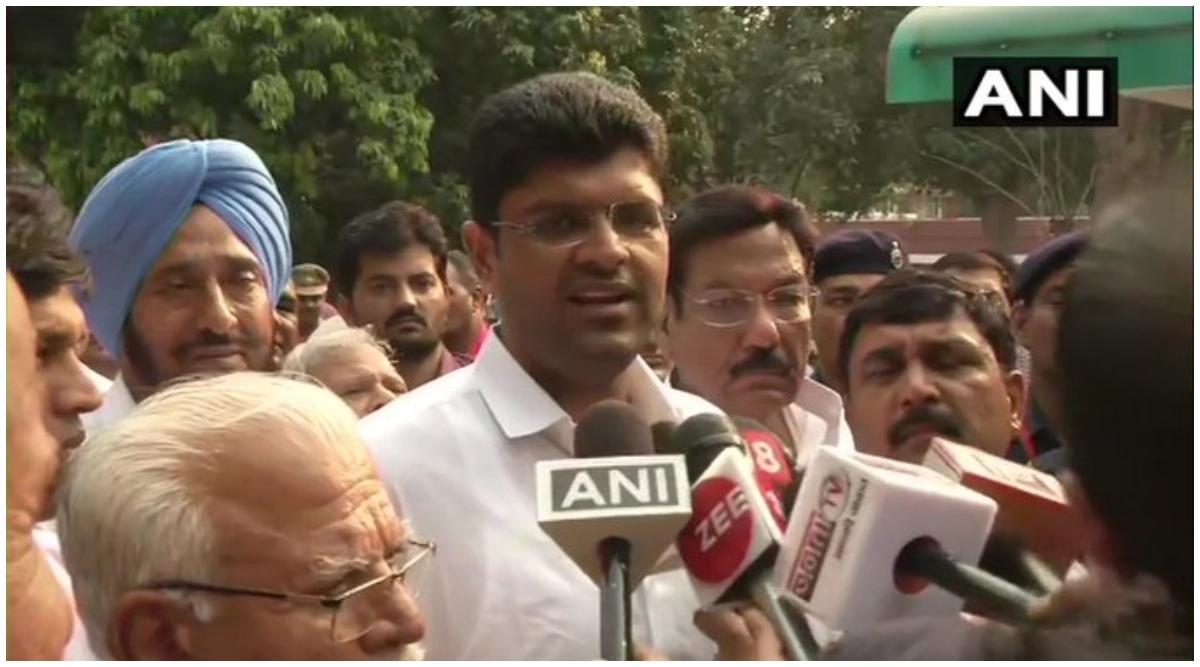जेजेपी अध्यक्ष दुष्यंत चौटाला के लिए खुशखबरी, पिता अजय चौटाला को जेल से 2 हफ्ते के लिए मिली छुट्टी