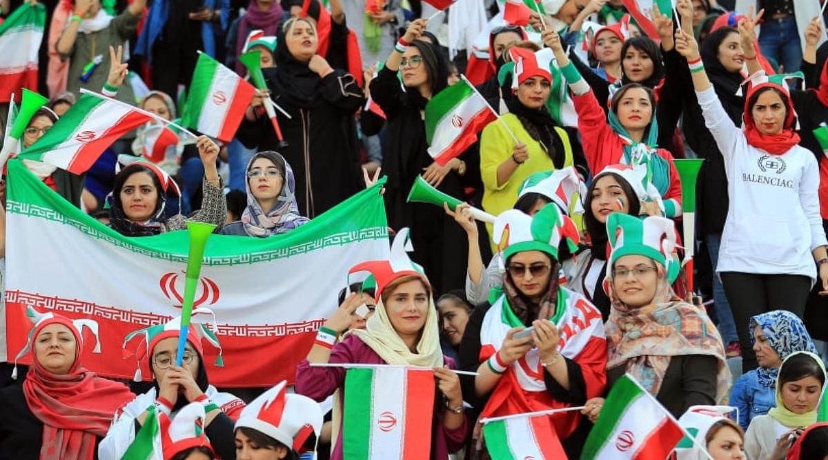 ईरान में महिलाओं ने दशकों बाद देखा फुटबॉल मैच, 3 हजार से अधिक फेमल प्रसंशक पहुंची तेहरान के आजाद स्टेडिय