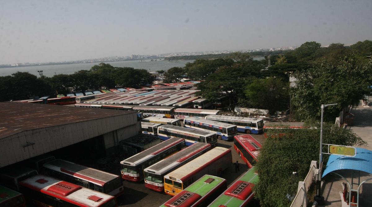 तेलंगाना राज्य सड़क परिवहन निगम की हड़ताल शुरू, बसों का संचालन हुआ बंद