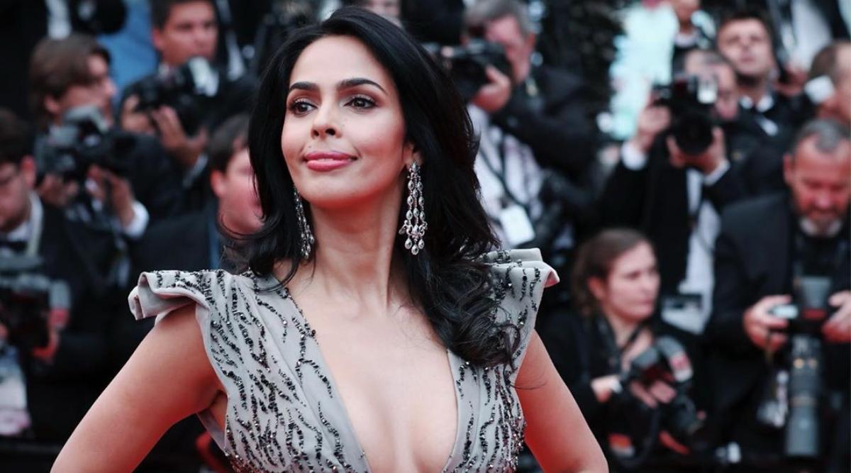Mallika Sherawat Birthday: फिल्मों में किसिंग सीन की भरमार करने वाली ये एक्ट्रेस है विवादों की क्वीन भी, जानिए उनसे जुड़ी कई अहम बातें