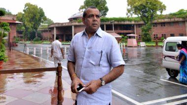 एक्टर परेश रावल ने गोरखपुर के डॉक्टर कफील खान से अपमानजनक ट्वीट के लिए मांगी माफी