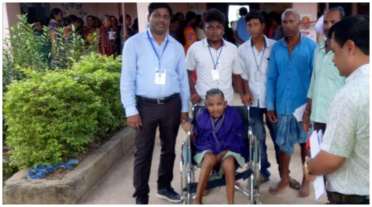 ओडिशा के बीजेपुर विधानसभा में उपचुनाव के लिए वोटिंग जारी, 100 वर्षीय महिला ने डाला वोट