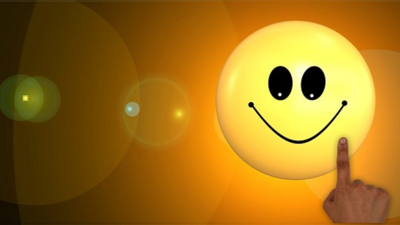 World Smile Day 2019: मुस्कुराना है सेहत के लिए लाभदायक, वर्ल्ड स्माइल डे पर जानिए हंसने के 5 फायदे