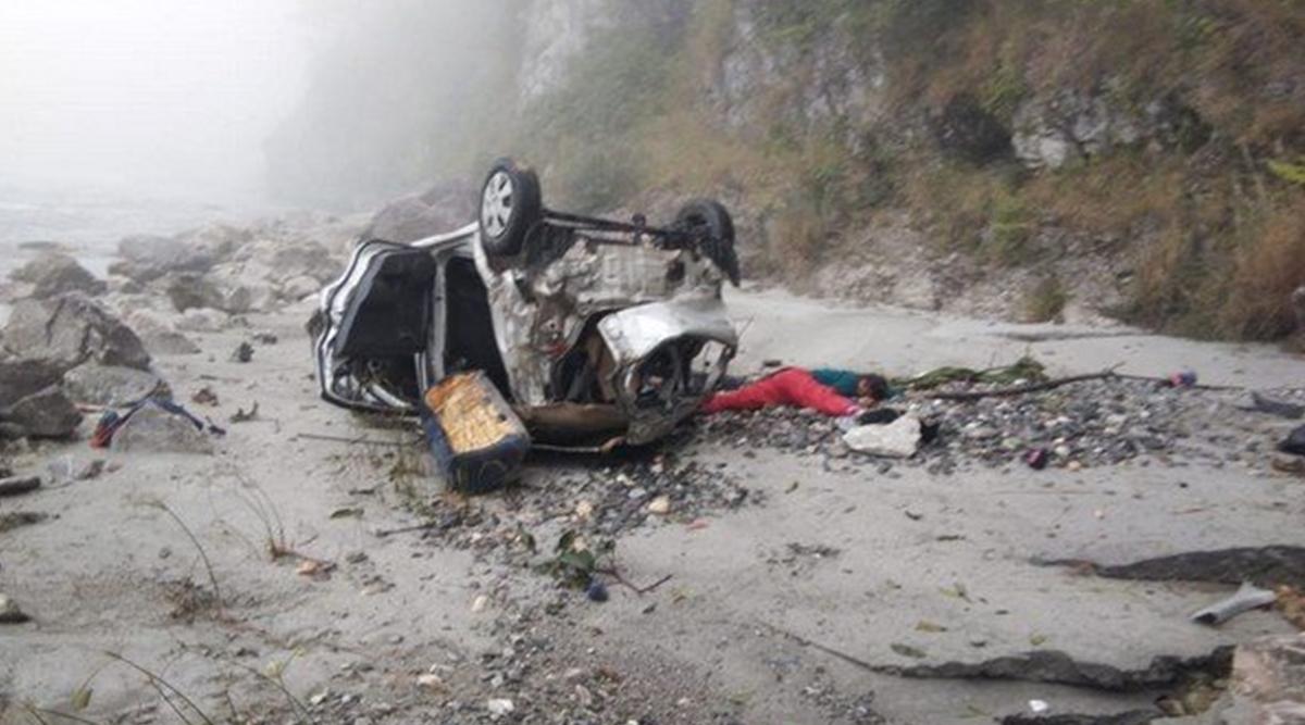 उत्तराखंड: टिहरी गढ़वाल में सड़क हादसा, कार में सवार पांच की मौत- 2 घायल