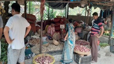 Onion Price: राजधानी दिल्ली में 100 रुपये किलो हुआ प्याज, 50 फीसदी टूटा थोक भाव