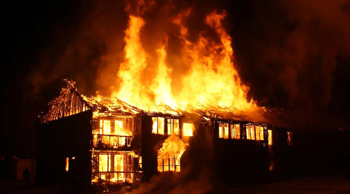 जम्मू-कश्मीर: आतंकियों ने शोपियां में एक सरकारी स्कूल को बनाया निशाना, पेट्रोल बम फेंककर लगाई आग