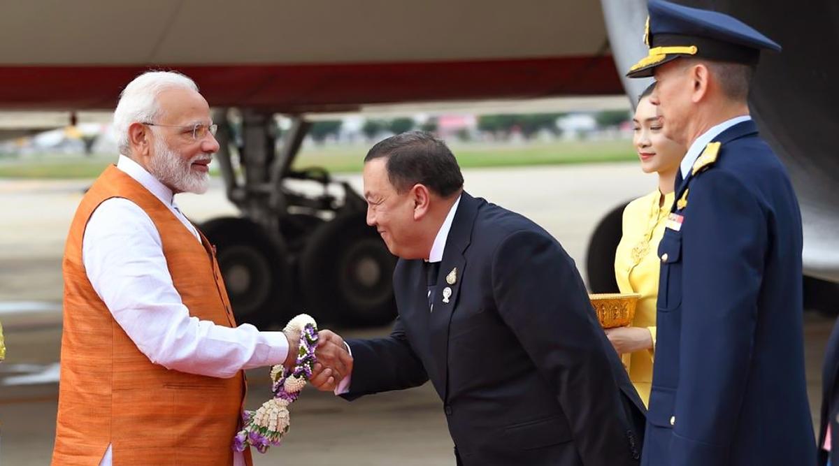 थाईलैंड पहुंचे पीएम मोदी, 'हाउडी मोदी' के बाद अब बैंकॉक में 'Sawasdee PM Modi'कार्यक्रम को करेंगे संबोधित