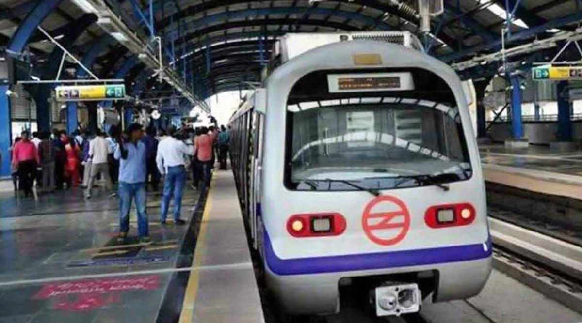 दिल्ली: द्वारका सेक्टर-21 मेट्रो स्टेशन पर मिला 5 फुट लंबा सांप, लोगों में मचा हड़कंप