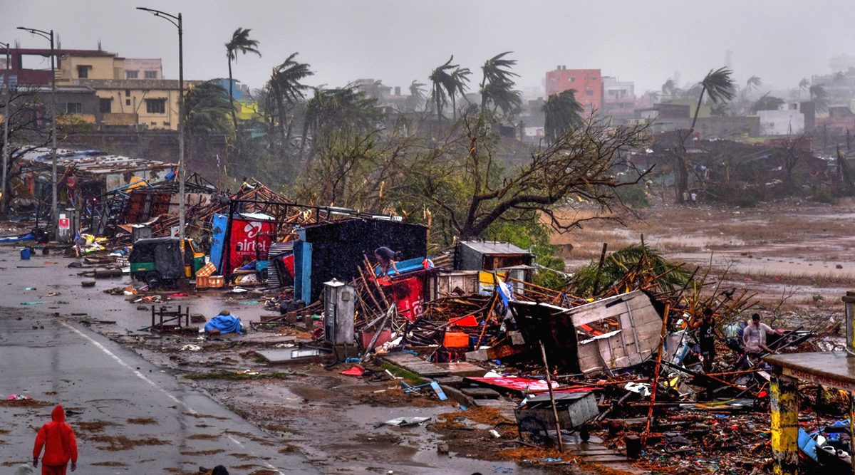 पश्चिम बंगाल और ओडिशा में तबाही मचाने के बाद कमजोर पड़ा चक्रवाती तूफान बुलबुल, बांग्लादेश में ली 10 की जान
