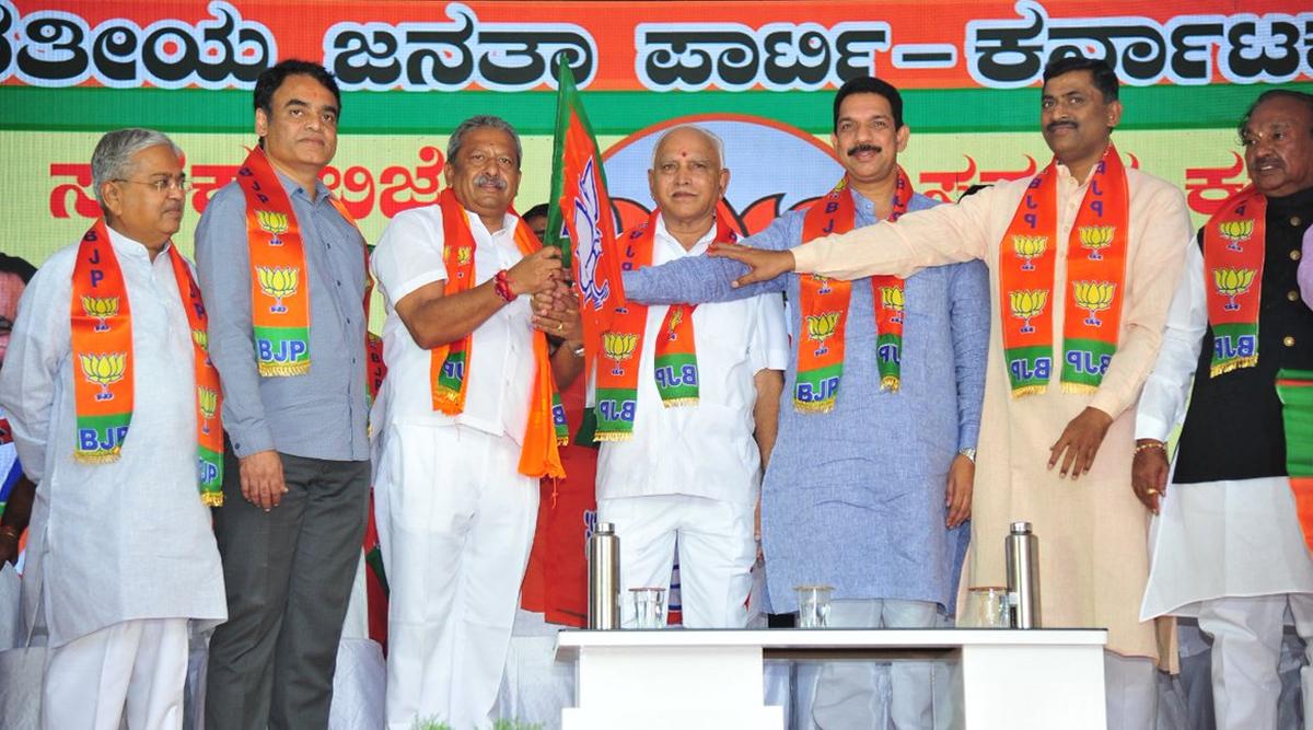 Karnataka By-Elections 2019: कर्नाटक विधानसभा उपचुनाव में 15 सीटों के लिए 248 उम्मीदवार